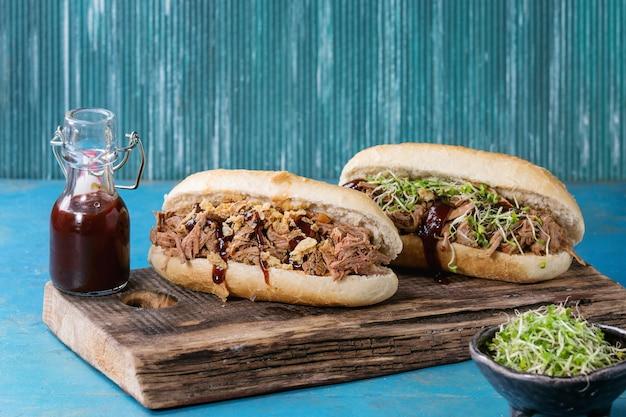 Pulled pork sandwiches Premium Photo