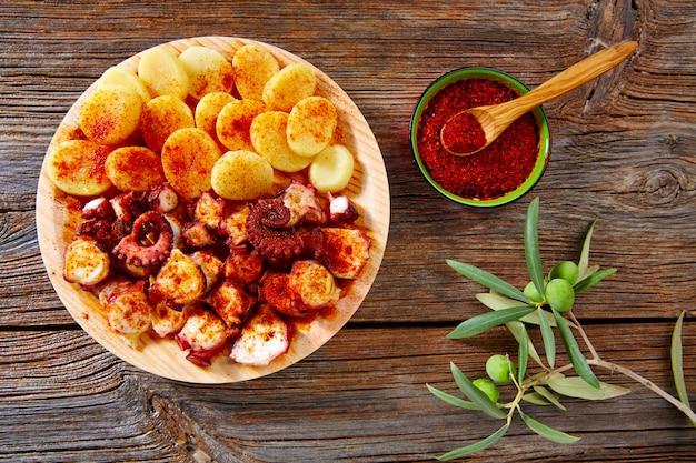 Pulpo a feira with octopus potatoes gallega style Premium Photo