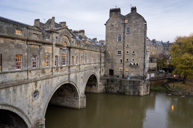 Pulteney bridge, river avon in bath spa city, england Premium Photo