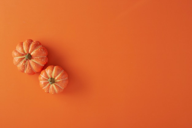 Pumpkins decorations on orange paper Premium Photo