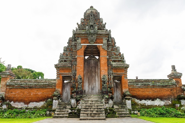 Pura taman ayun, hindu temple in bali, indonesia Premium Photo