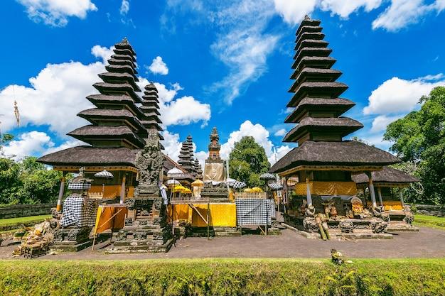 Tempio di pura taman ayun a bali, in indonesia Foto Gratuite