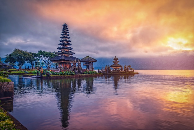Pura ulun danu bratan Premium Photo
