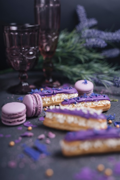 Purple macaroons falling from the decorative glass on dark textured background Free Photo