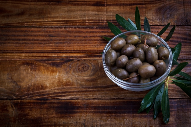 Purple marinated olives Premium Photo