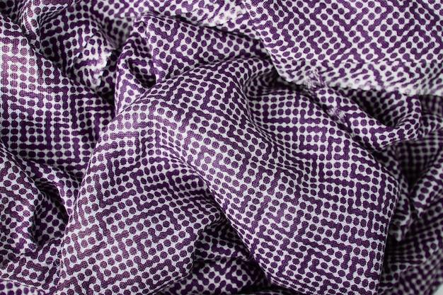 紫の水玉生地のテクスチャ背景 Premium写真