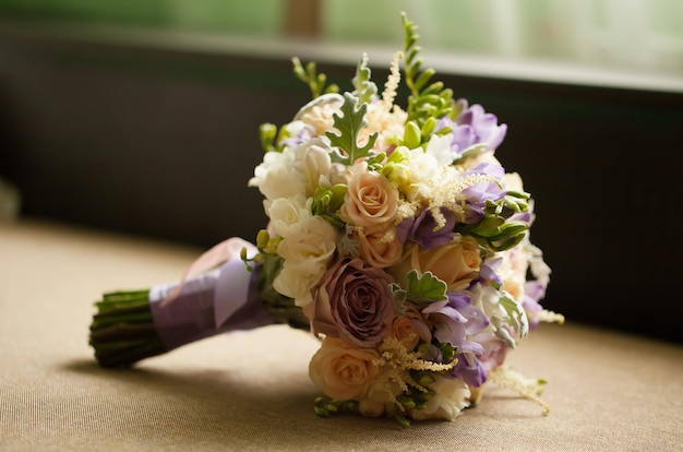Purple rose bouquet for the bride on her wedding day Premium Photo