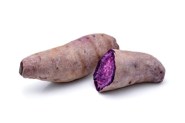 Фиолетовый сладкий картофель изолированные Premium Фотографии