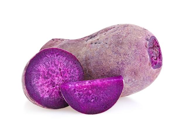 Фиолетовый батат на изолированном белом фоне Premium Фотографии