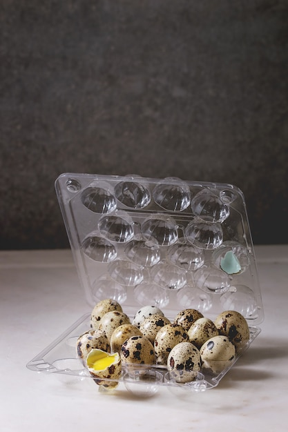 Quail eggs in plastic boxing Premium Photo