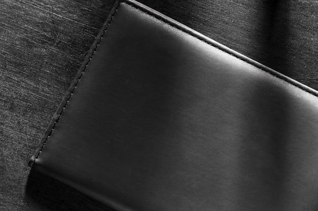 어두운 배경에 품질 검정 가죽 소재 무료 사진