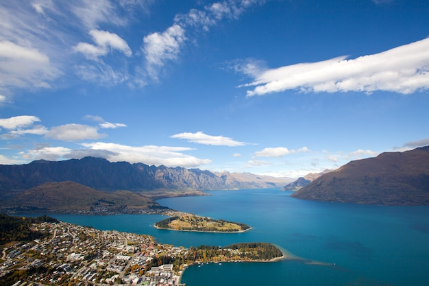 Queenstown with lake wakatipu Premium Photo