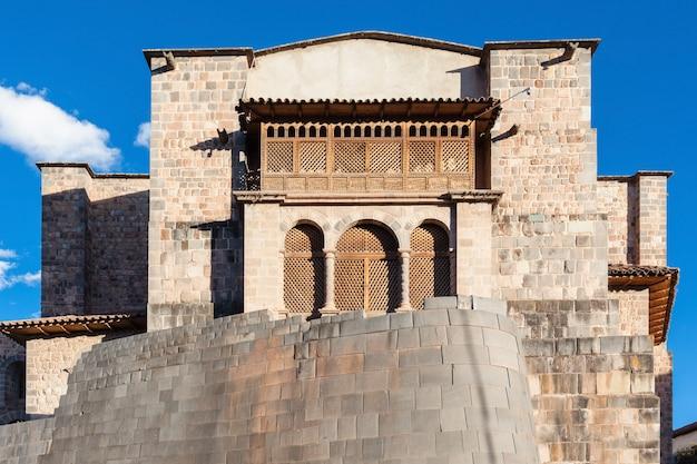 ペルーのクスコのqurikancha寺院 Premium写真