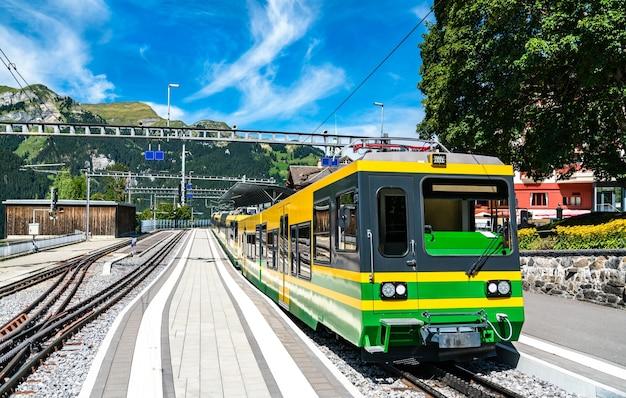 Rack mountain train in wengen above the lauterbrunnen valley in the swiss alps Premium Photo