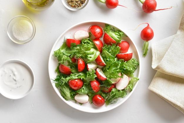 Radish salad with lettuce leaves Premium Photo