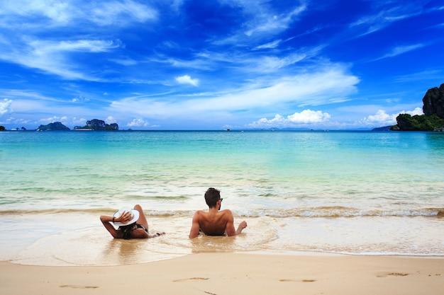Пляж railay, краби, андаманское море таиланд Premium Фотографии