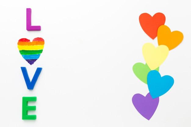Радуга гордость бумажными сердцами и любовью Бесплатные Фотографии