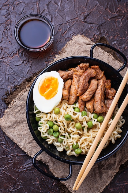 Ramen noodles with meat, vegetables and egg Premium Photo
