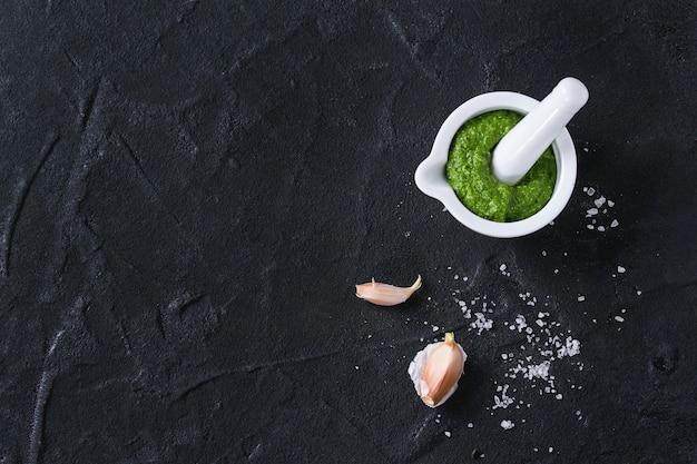 Ramson pesto sauce Premium Photo