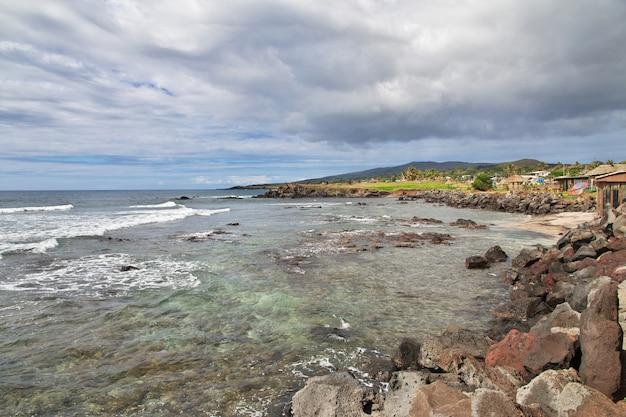 Rapa nui. вид на тихий океан на острове пасхи, чили Premium Фотографии