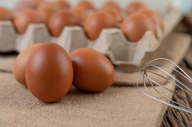 健康な高タンパク質のための生鶏卵オーガニック食品。 無料写真