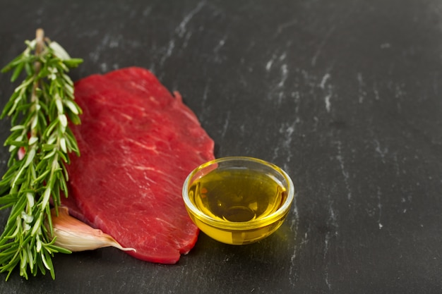 Raw meat with oil Premium Photo