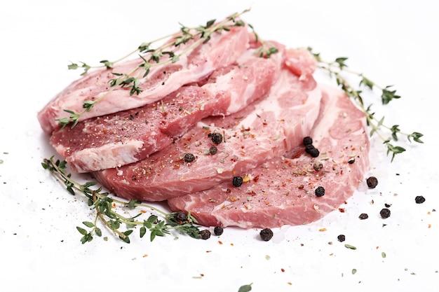 Сырое мясо со специями Бесплатные Фотографии
