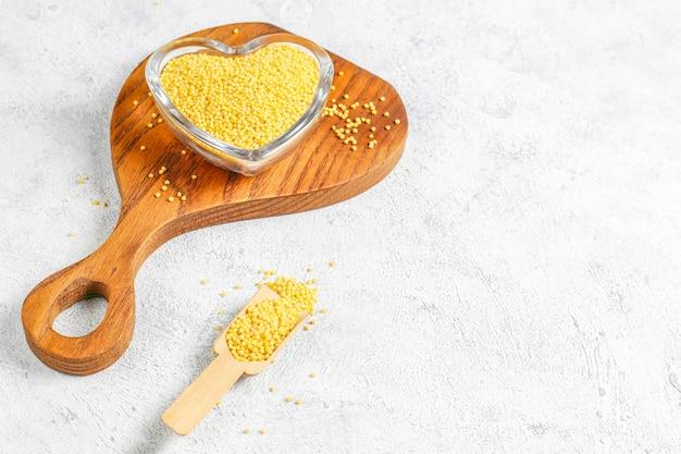 Raw organic healthy millet Free Photo
