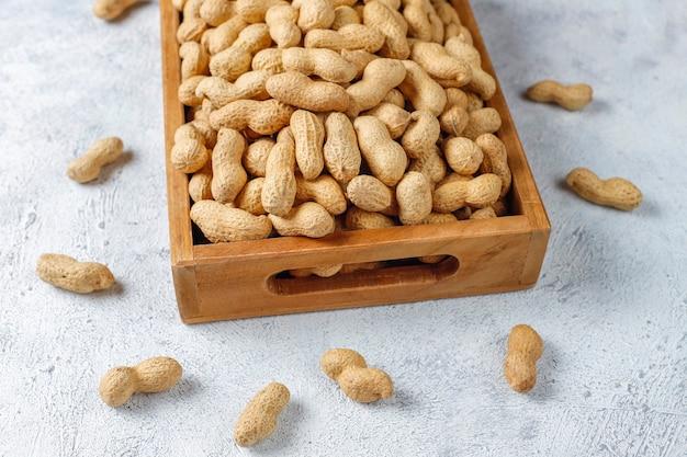 Сырой органический арахис в скорлупе. Бесплатные Фотографии