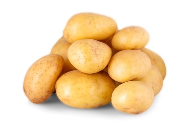 Сырой картофель, изолированные на белом фоне Premium Фотографии
