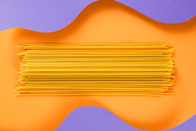 Raw spaghetti with wavy background Free Photo
