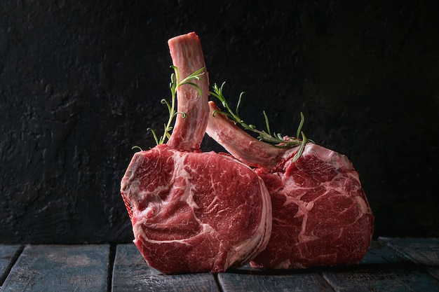 Raw tomahawk steak Premium Photo