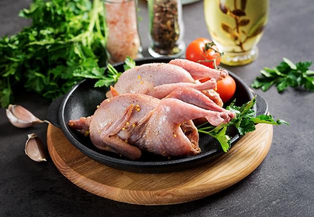 Raw uncooked quail Premium Photo