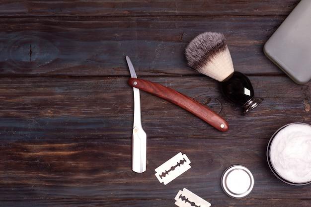 Бритва, кисточка, парфюм, бальзам и пена для бритья Premium Фотографии