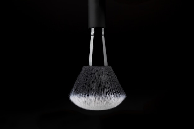 Ready-to-use makeup brush with white substance Free Photo