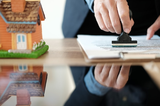 Real estate agent stamping approved on mortgage loan contract agreement document Premium Photo