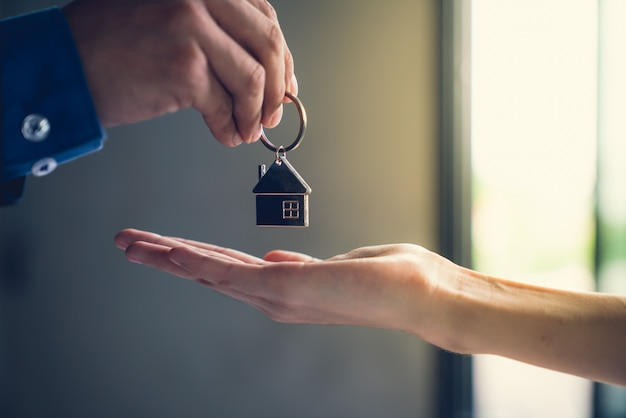Real estate agent success job to tranfer finished building project to home buyer Premium Photo