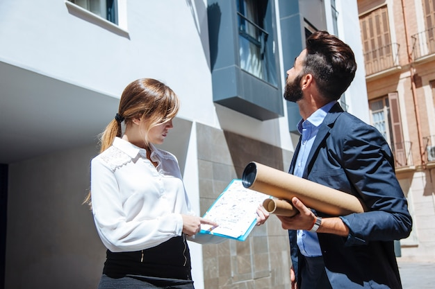Real estate agents in front of building Free Photo