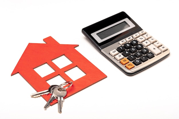 Real estate stationery items with house keys Free Photo