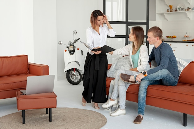 Real state agent talking with man and woman Free Photo