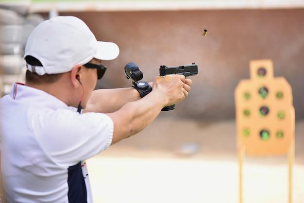 Real view gun shooting competition Premium Photo
