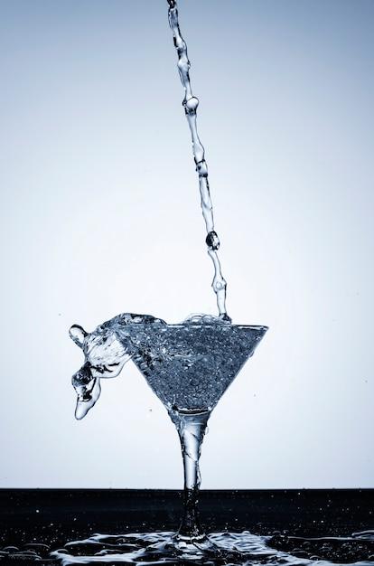 Реалистичная вода в стакане Бесплатные Фотографии