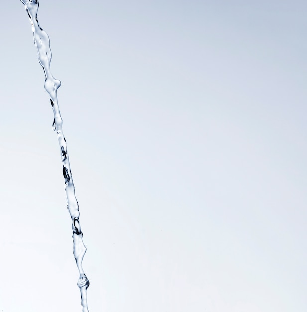 Реалистичные плеск воды на светлом фоне с копией пространства Бесплатные Фотографии