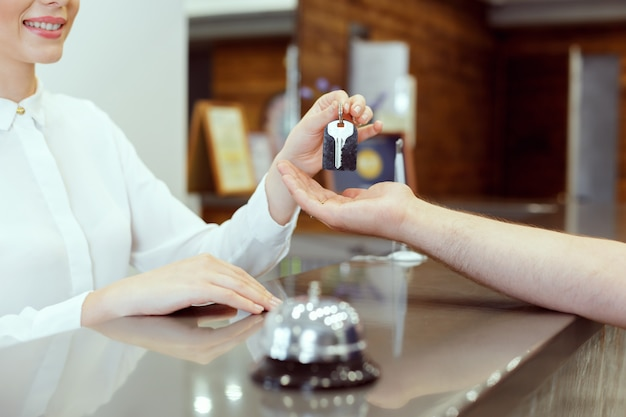 Receptionist giving key Premium Photo