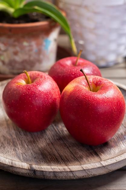 Red apples in rustic setting Premium Photo
