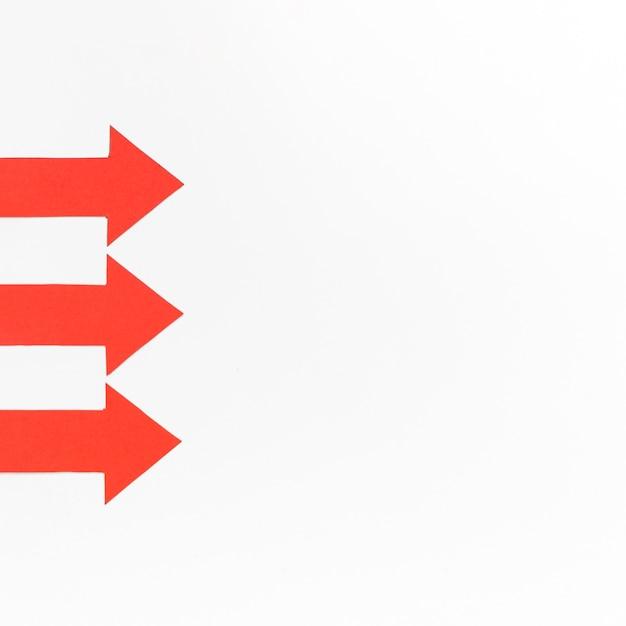Красные стрелки выровнены с копией пространства Бесплатные Фотографии