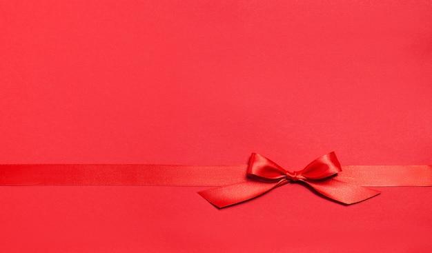 Красный фон с красным галстуком Бесплатные Фотографии