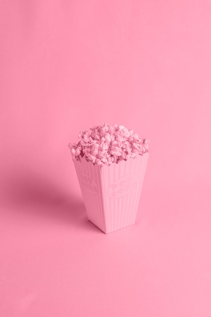 Red background with isometric popcorn Free Photo