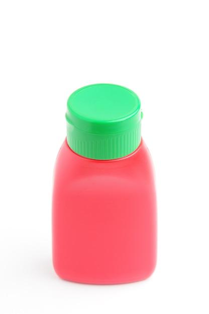 孤立した白い背景の上の赤いボトル Premium写真