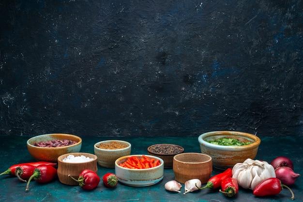 赤唐辛子と玉ねぎにんにく緑の濃い色 無料写真